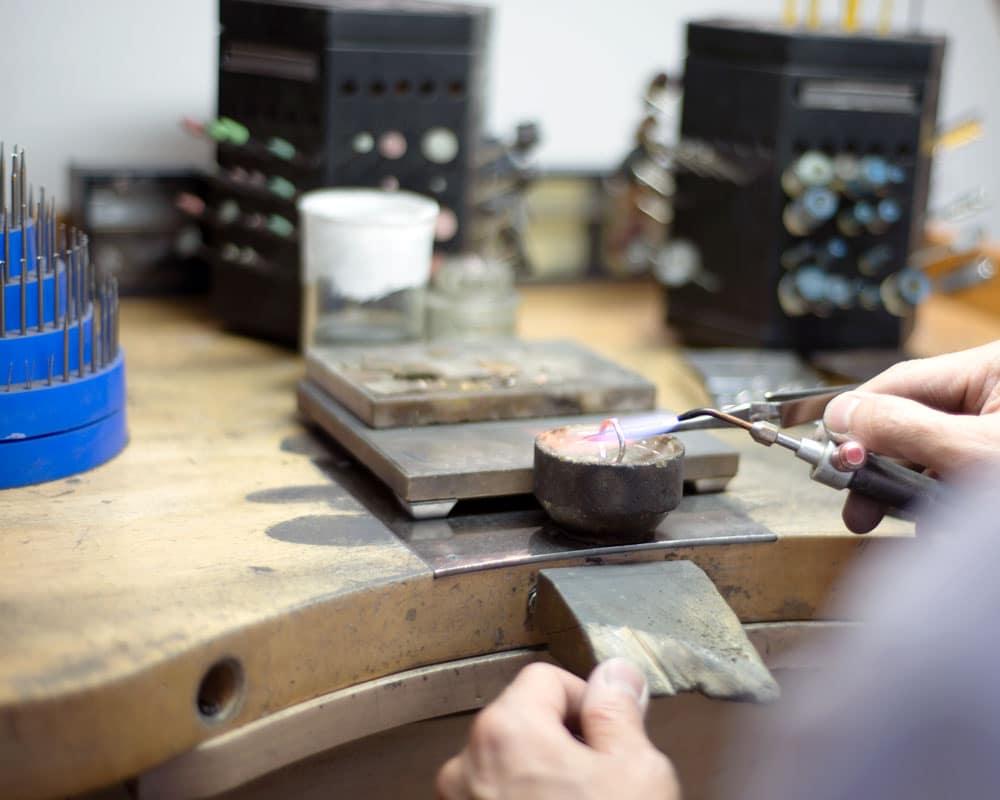 jeweller resizing platinum ring